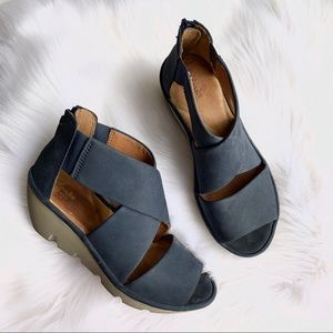 Clarks Artisan Blue Wedges size 6.5